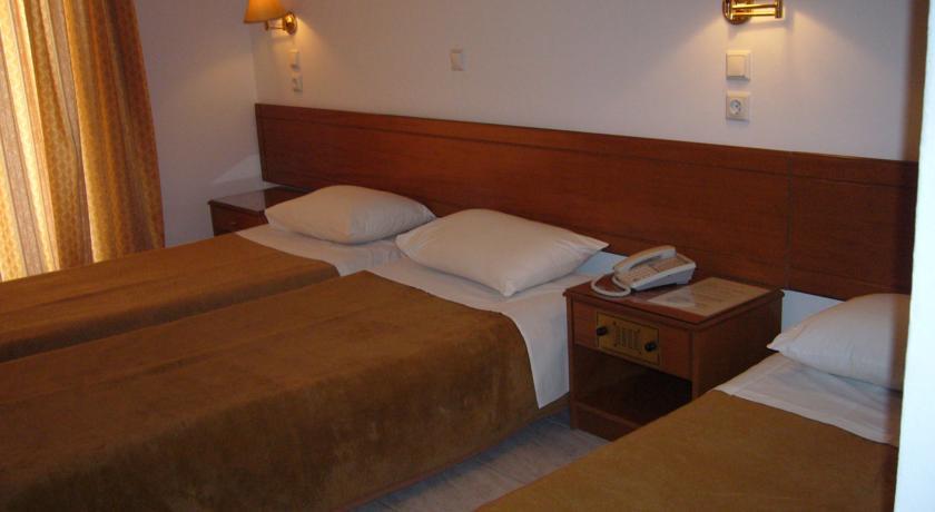 http://royalrosefaliraki.gr/wp-content/uploads/2014/08/triple-rooms1.jpg